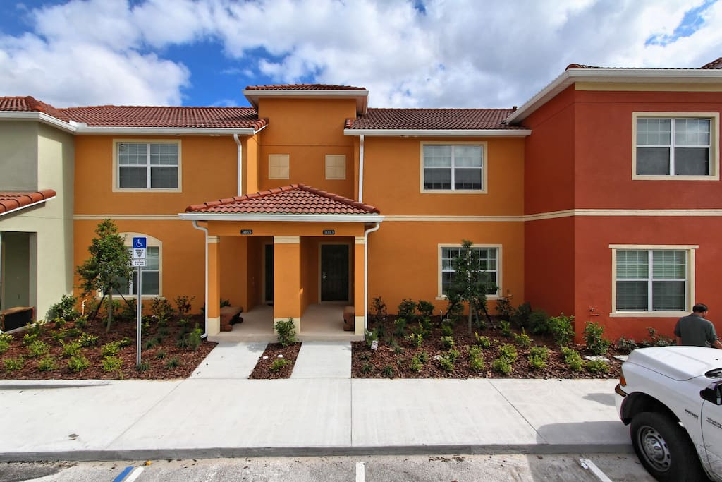 Bring your family to this fabulous 4 bed town home on the Paradise Palms Resort that's just a short distance for Walt Disney World® Resort and the perfect place to make magical memories together!