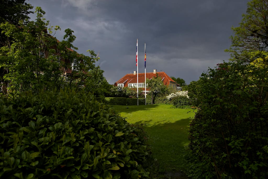 Mansion north of Copenhagen, close to beach and city.