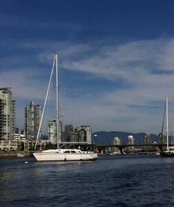 Paloma is  8 year old 45' SAILBOAT - Alert Bay - 船
