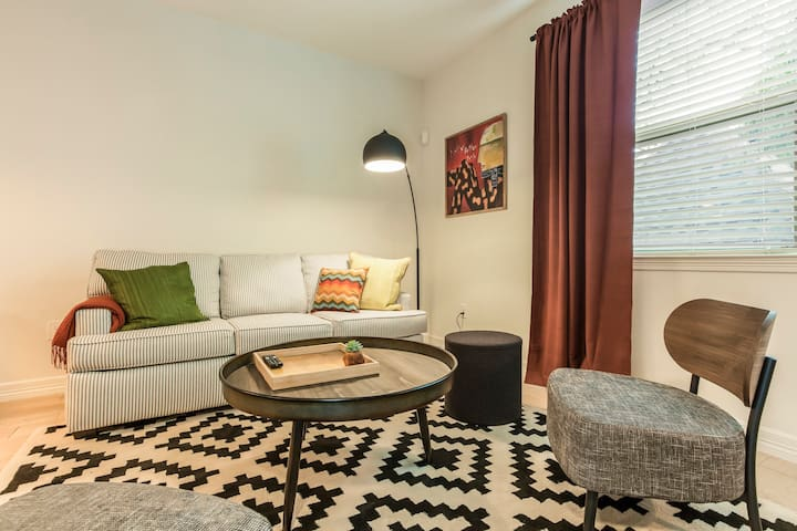 3BR Townhome in Downtown Austin by WanderJaunt
