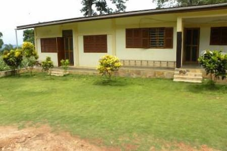 Togo - maison en brousse à Kpélé-Élé