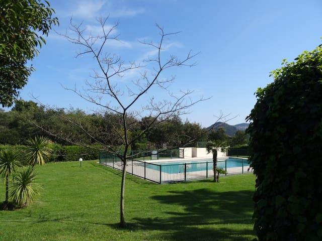 Studio rez de jardin avec piscine apartments for rent in for Camping mandelieu la napoule avec piscine