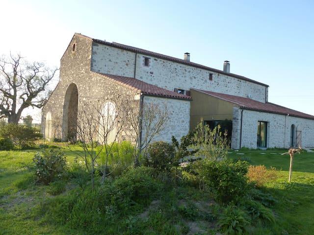 Chambre d'hôtes, petit dej bio, 15mn Roche sur Yon - Le Poiré-sur-Vie - Bed & Breakfast