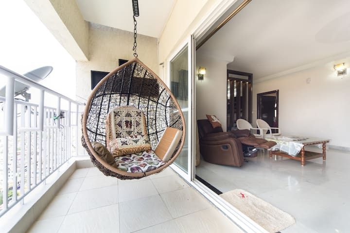 Cozy room. Private bath and balcony - Bangalore - Appartement
