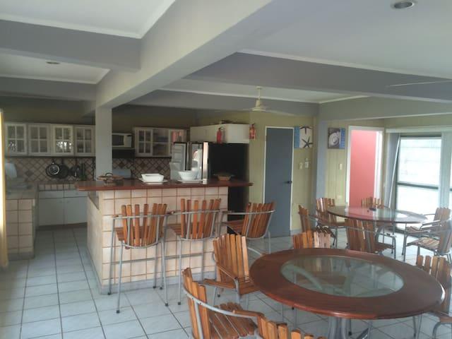 Casa frente al mar para 17 personas - Puntarenas - House