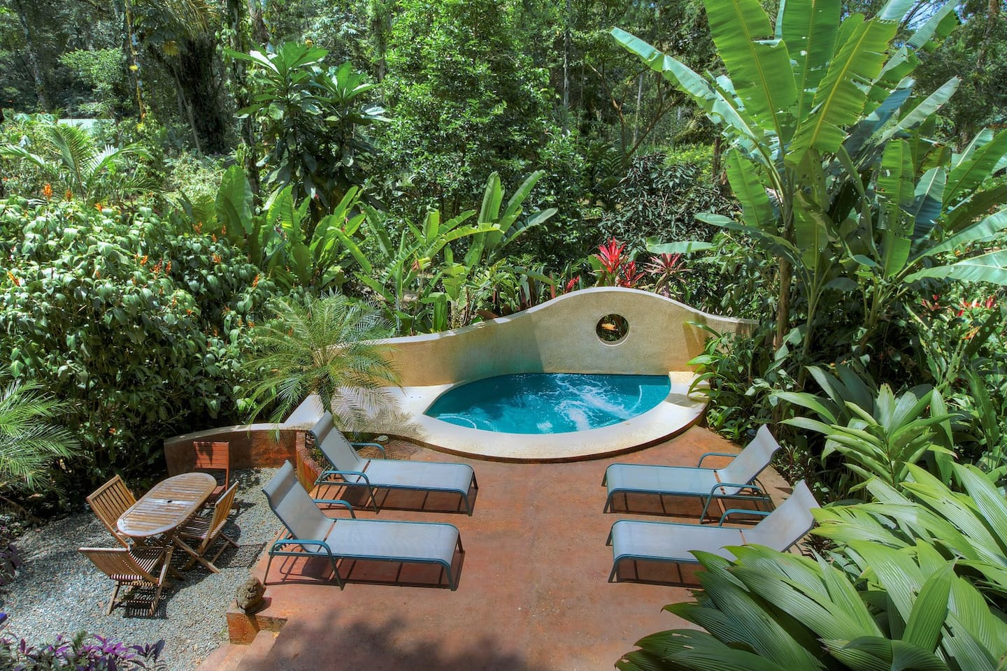 Lie back in your private plunge pool while the barbecue cooks dinner: Barefoot Luxury!