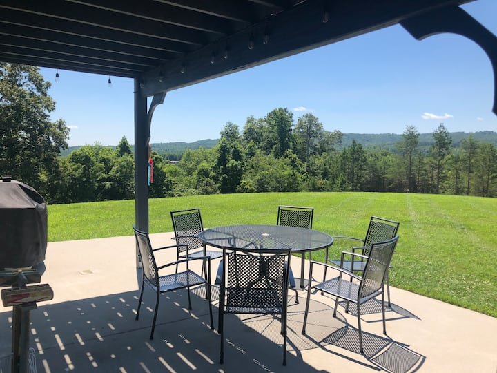 Relaxing & Private Farmhouse set in 22 Acres