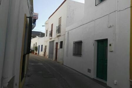 Casa familiar en el barrio de San Antón - Níjar