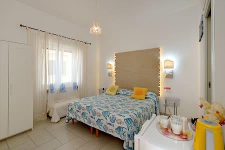 Accogliente camera ottimaposizione  - Capri