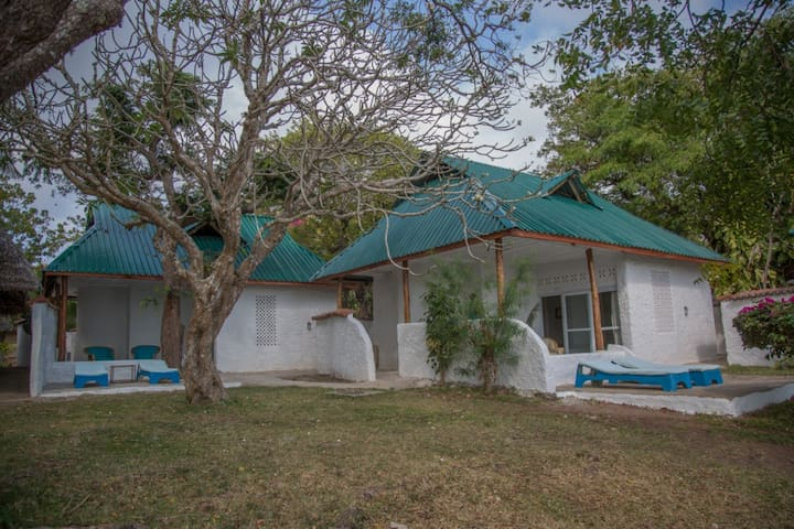 The cottages in Shimoni Reef