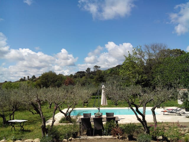 Lovely villa among olive trees - Sommières - Villa