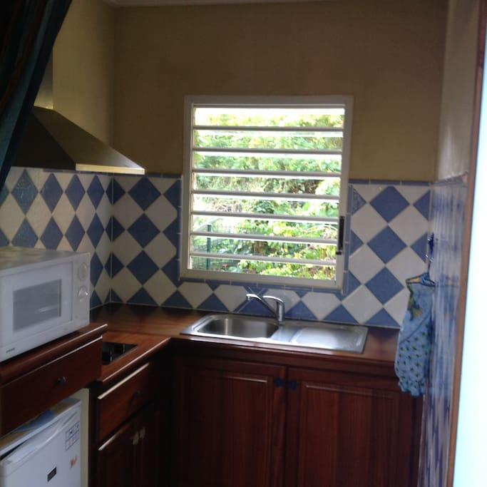 la cuisine est claire et aérée