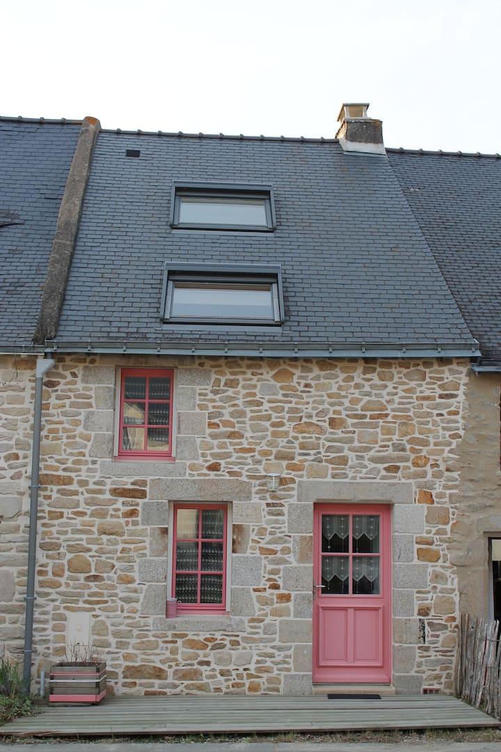 Petite maison rose au bord du Golfe du Morbihan