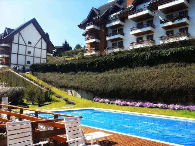 Valley Facing Huge Apartment near the busiest spot - Campos do Jordão - Appartement