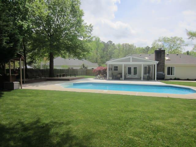 Welcoming 1 story home with pool - หาดเวอร์จิเนีย - บ้าน