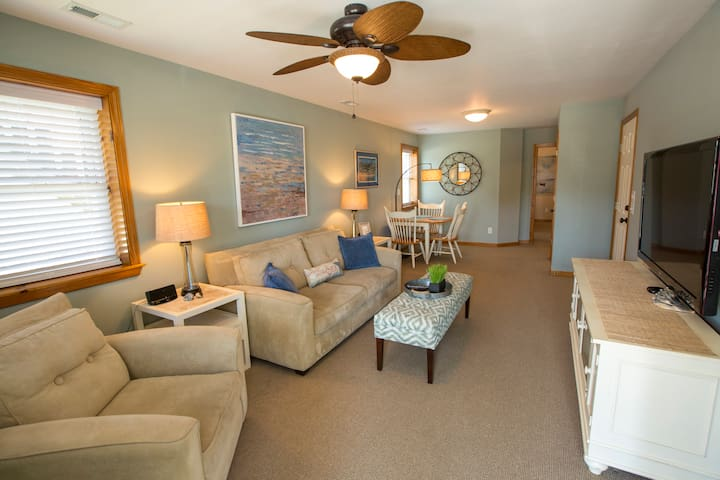 OBX Hideaway King Bed/Private Apartmnt/Front Porch
