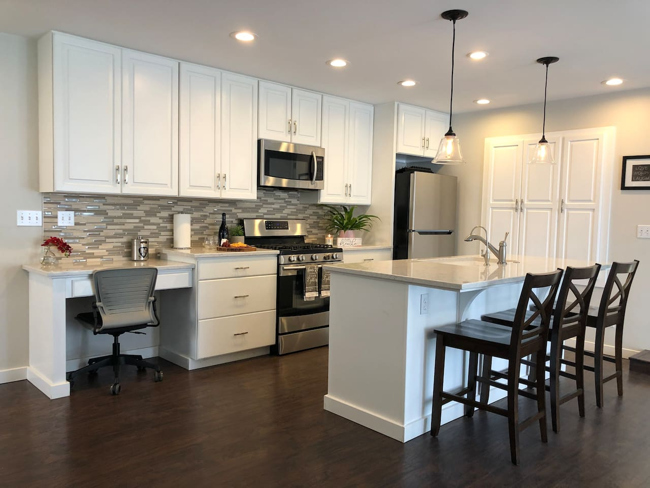 Modern Full Size Kitchen with Lots of Storage
