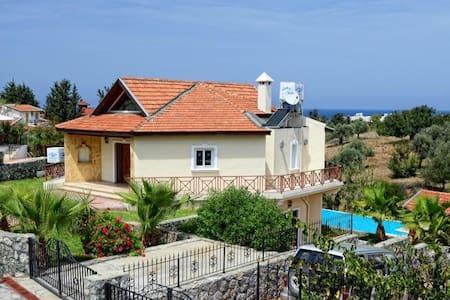 LUX VILLA IN KYRENIA/ALSANCAK - Girne - 別荘
