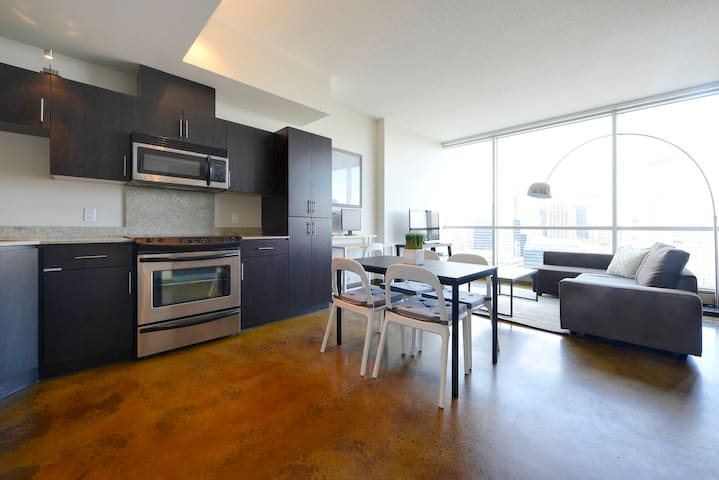 2BD Sub-Penthouse, #1 View in Downtown! - Calgary - Apartment