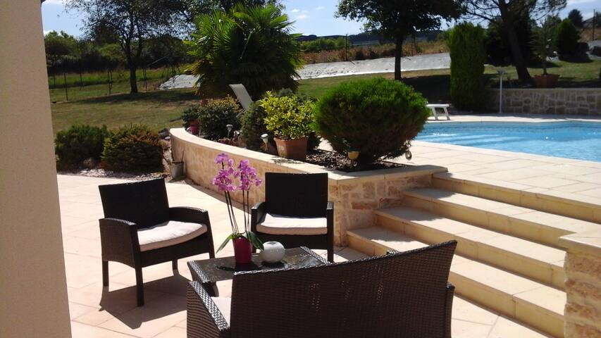 Amboise charming rental flat with swimming pool