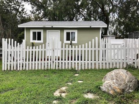 Cozy Cottage on Horse Property!