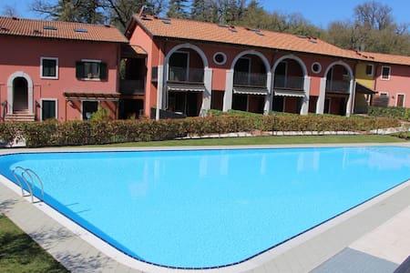 Top location on Garda Lake - pool & garden - Castion di Costermano - Lägenhet