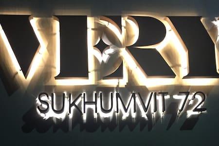 5 Min Sukhumvit BTS-E14 / High-speed WiFi