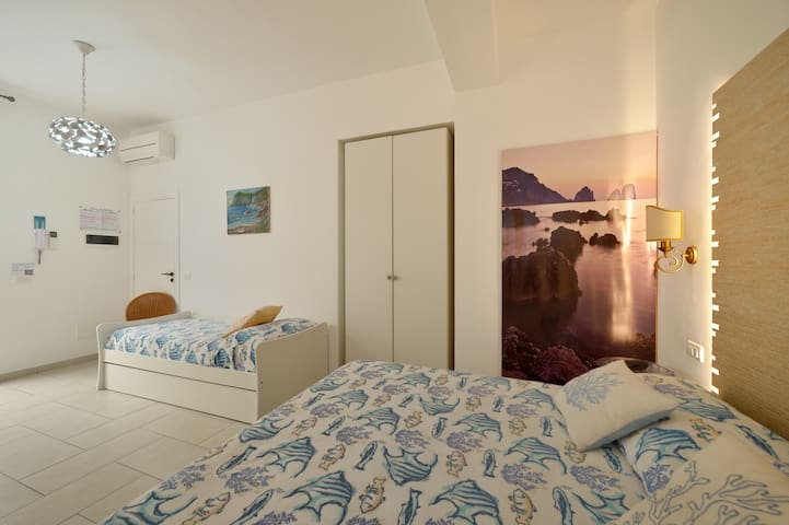 Superb room near port all comfort
