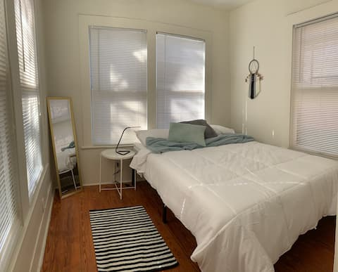 Relaxing private room in the heart of Austin!