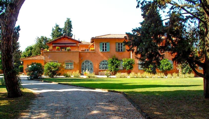 Exclusive Villa, Pool, BBQ, Historic Gardens - Řím - Dům