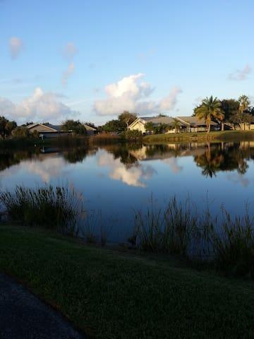 AB's private villa like place - Jensen Beach