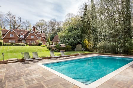 Country Residence urban environment - Surrey - Bed & Breakfast