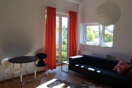 Helles Zimmer mit Bad - ฮัมบูร์ก - บ้าน