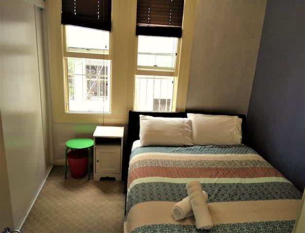 Clean & Comfortable Master Bedroom near Central - Surry Hills - Maison