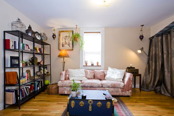 Bohemian urban cottage (private room)