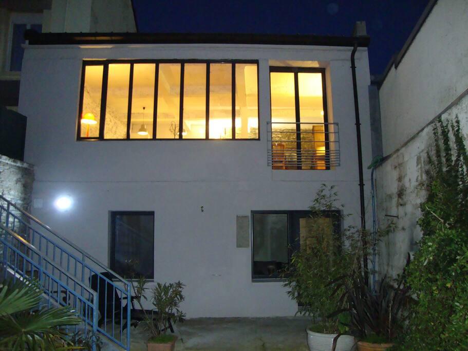 Atelier type loft lumineux calme hyper centre lofts for Loft atelier a louer