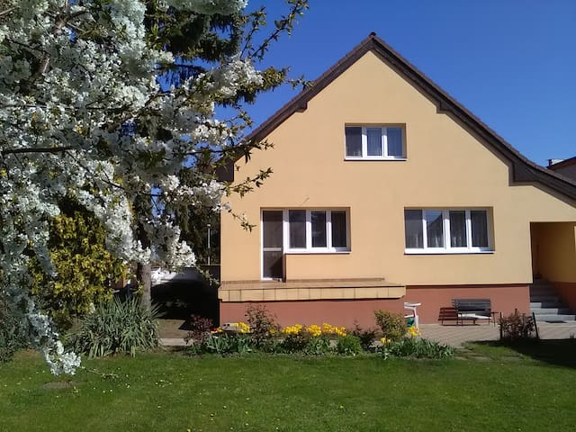 Cozy house in Prague,fits5+people, easy connection