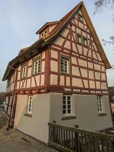 Ferienwohnung in altem Fachwerk - Mühlacker - Casa