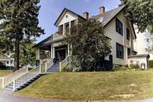 LA MISS SUNSHINE est une chambre privée située au deuxième étage de cette maison centenaire.