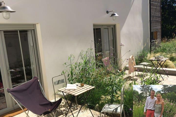 studio, 2p, terrace, free parking, near the palace