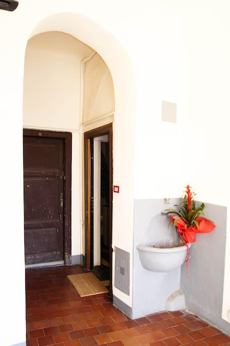 L'ingresso all'appartamento