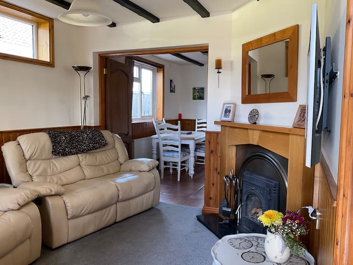 The Flottage. Cosy 2 bed apartment.