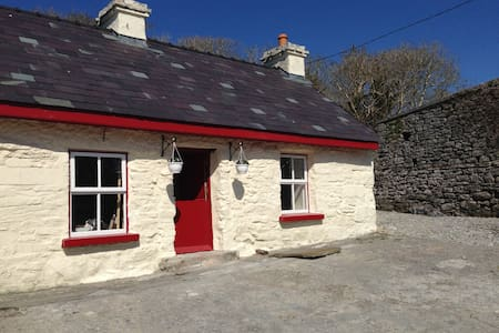Fermoyle Farmhouse Self Catering - Fanore - Hytte