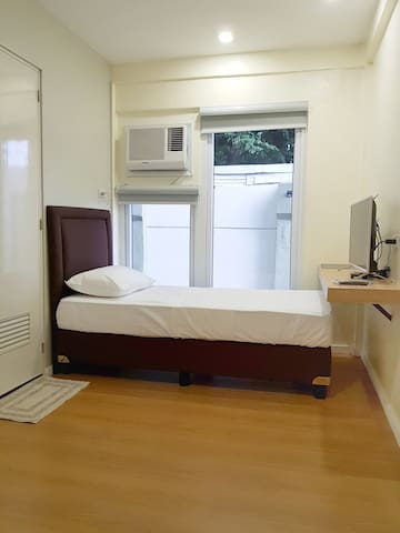Single Bed Suite near Greenhills