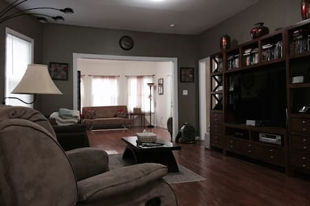 Cozy 4bd House Near Transit to NYC - East Orange - Σπίτι
