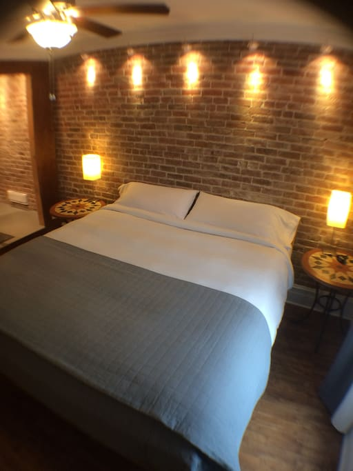 Room with many lightings to create your own ambiance - Chambre avec nombreux luminaires pour créer votre propre ambiance