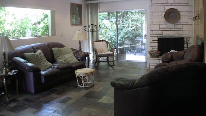 3br 3ba townhome near Beverly Hills