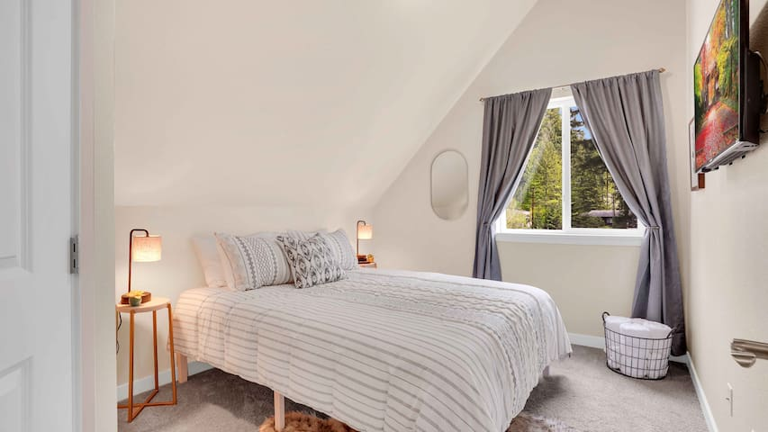 Upstairs bedroom features a queen size bed