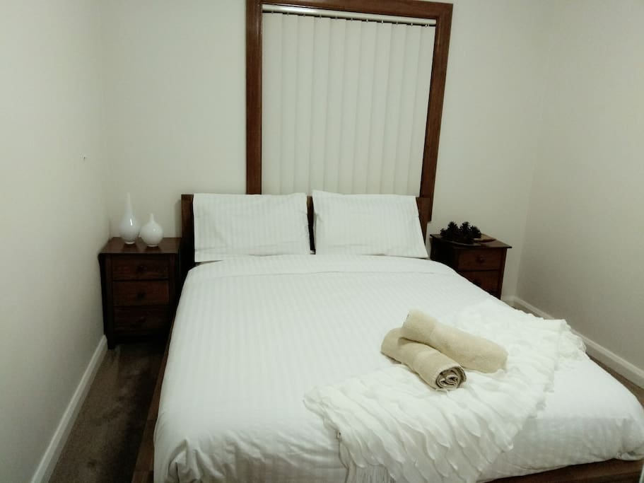 Room 1 equipped with Queen Bed for couple