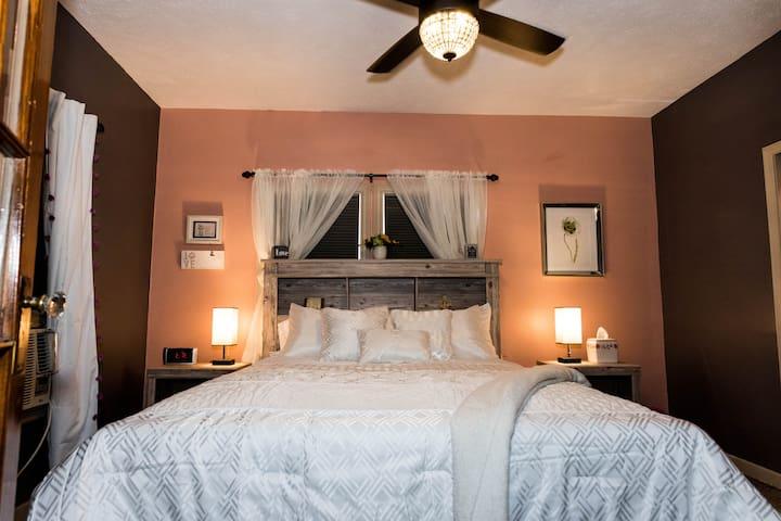 Sumner Home: Private & Cozy Main Floor